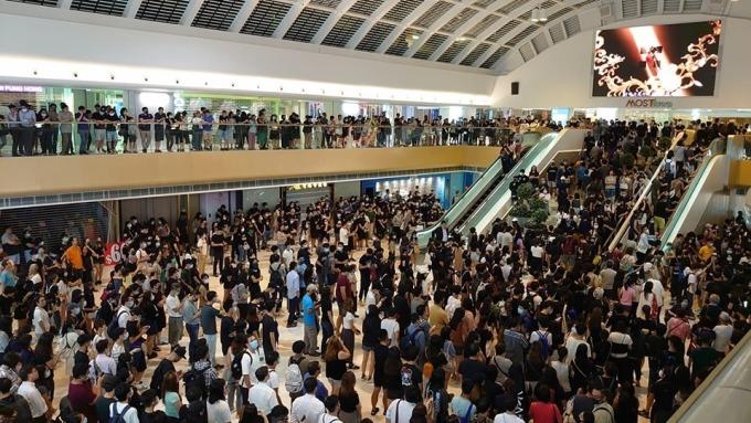 反蒙面法!上千港民宣讀《香港臨時政府宣言》