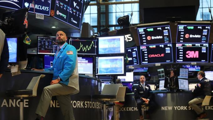 看圖說故事,從採購經理人指數看股債玄機。(圖/AFP)