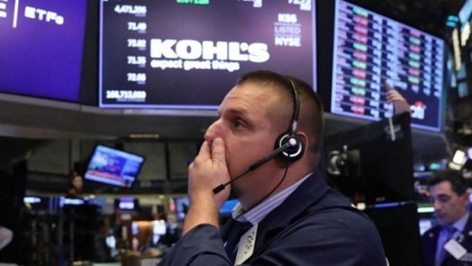 美股早盤 - 貿易協商不樂觀 道瓊跌近300點  (圖片:AFP)