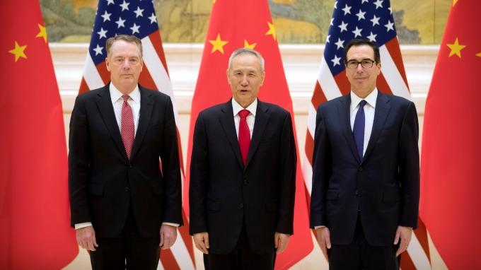 美擴大制裁!中媒釋談判風向球 劉鶴不帶「特使」頭銜赴美。(圖片:AFP)