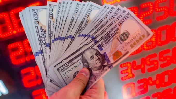 外銀搶美元資產,再推優利定存。(圖:AFP)