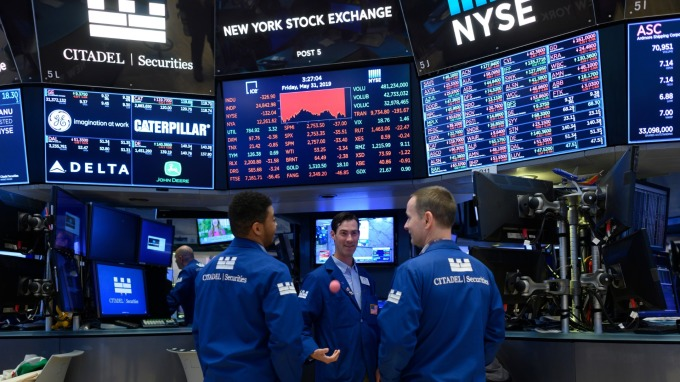 美股盤後 — 美中僅可能達成有限貿易協議 四大指數連二跌止步。(圖片:AFP)
