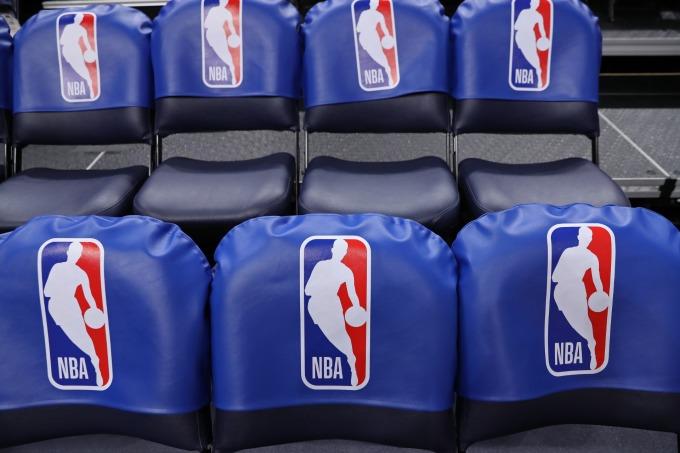 川普特別指責 NBA 教練柯爾和帕波維奇在此爭端中反應虛偽。(圖片:AFP)