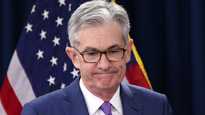 聯準會主席鮑爾,美國通膨走弱為降息增添進一步可能性(圖片:AFP)