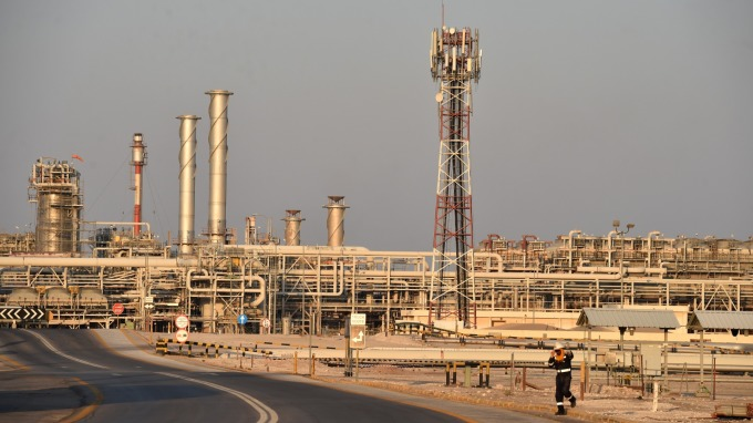 石油需求顯著放緩 IEA下調今明年需求成長預期   (圖:AFP)