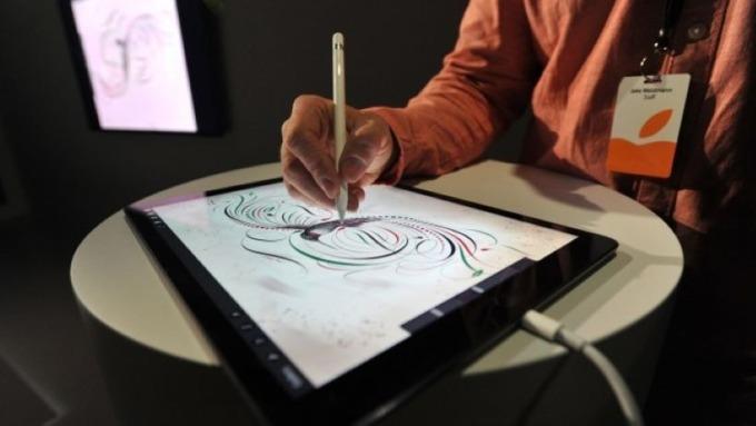 蘋果通過新專利:攻Apple Pencil無線充電 (圖片:AFP)