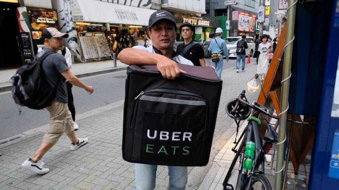 外送員認定為僱傭關係,勞部:業者不交名冊最高祭175萬罰鍰。(圖:AFP)