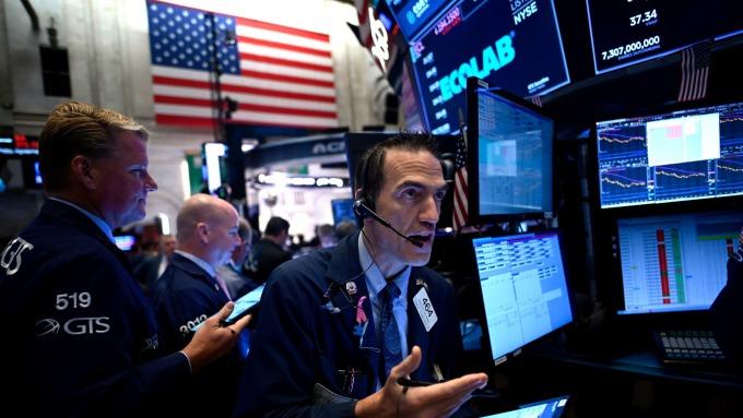 美股盤後 — 美中協議希望與恐懼並存,四大指數小幅收低。(圖片:AFP)