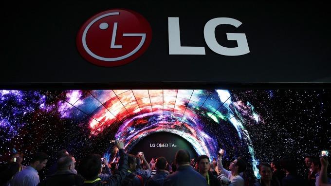 不看日本臉色!LG成功在面板製程全數使用南韓產氟化氫 (圖片:AFP)