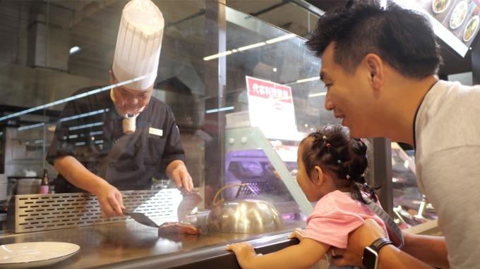 愛買首創量販餐廳 現煮現食服務一年業績衝3000萬元