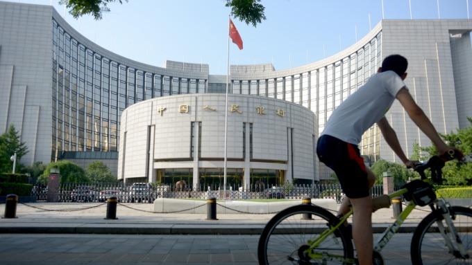 中國人行今宣布MLF注資人民幣2000億元 令市場意外(圖片:AFP)