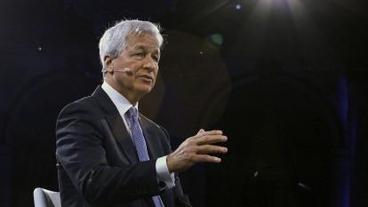 不認為將經濟衰退? 小摩執行長:消費者仍在消費(圖片:AFP)