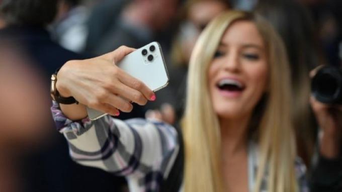 蘋果分析師:iPhone 11中國需求強勁 明年將有4款5G新機(圖片:AFP)