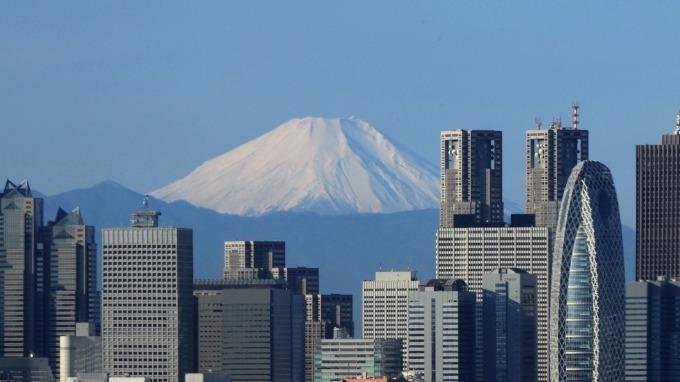 日本10月例行經濟報告:「景氣正以緩慢步調恢復當中」。(圖片:AFP)