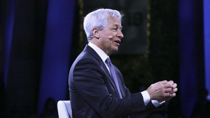 戴蒙:Fed若沒從附買回利率狂飆上學到教訓 恐醞釀更大危機 (圖:AFP)