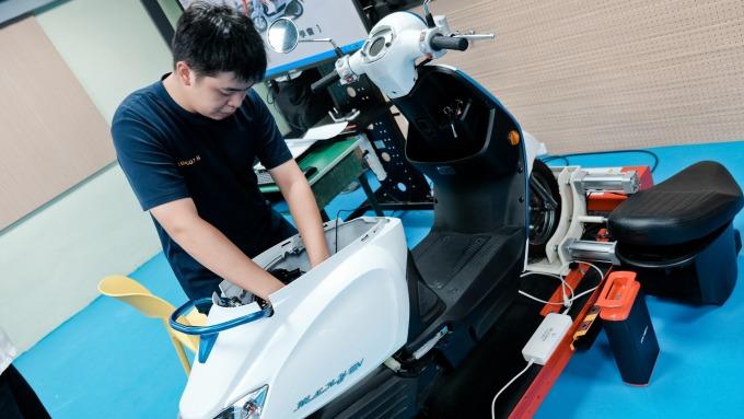 光陽搶人才 打造全台首間高中職電動車技術教學中心