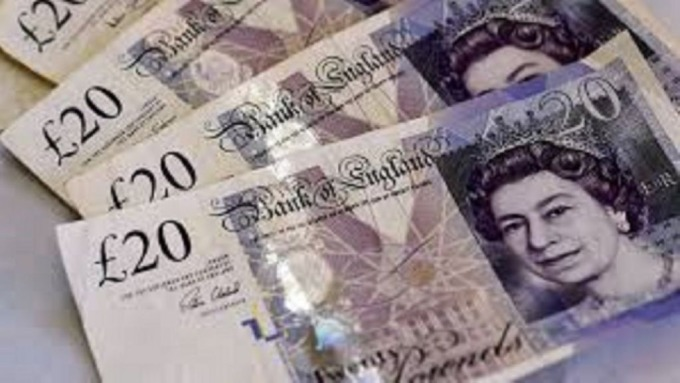 英國脫歐再添變數,讓英鎊終止連4升微幅走跌。(圖:AFP)