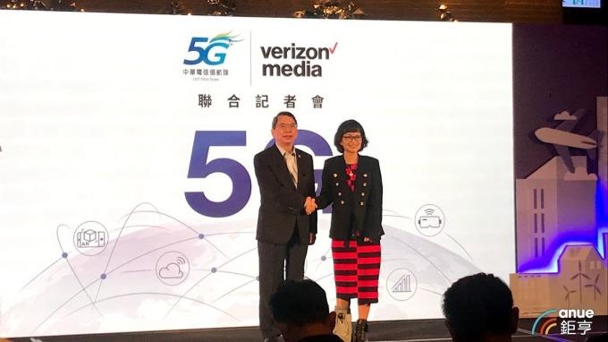 圖左為中華電執副林國豐,右為Verizon Media總經理王興。(鉅亨網記者沈筱禎攝)