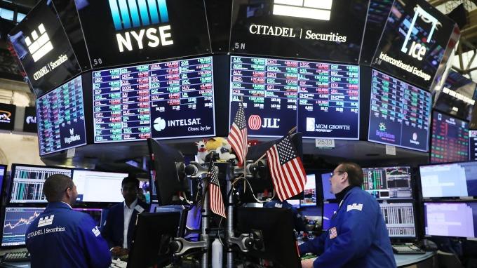 貿易戰休兵+Q3財報報喜,股票型ETF吸金規模逾120億美元(圖:AFP)