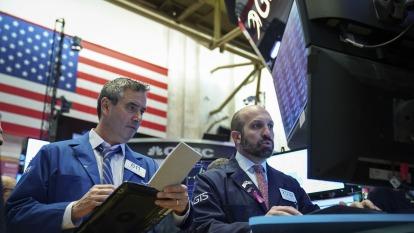 預測美庫藏股坐「大怒神」直落15% 高盛推11檔高息股因應。 (圖片:AFP)