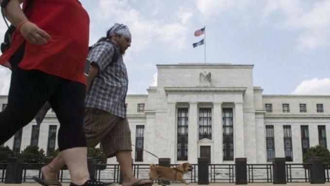 全球央行競相降息,推升債券型基金買氣。(圖:AFP)