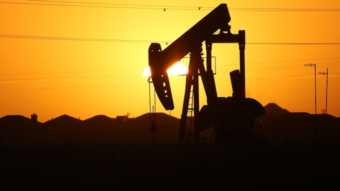 多空拉鋸!高盛:明年石油價格鎖在60美元區間(圖:AFP)