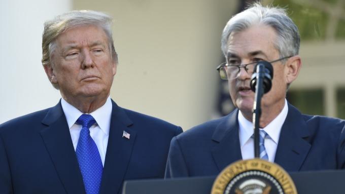 川普再對Fed下指導棋: 「不降息沒刺激措施就是失職」。(圖片:AFP)