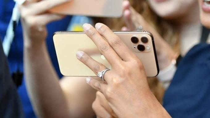 蘋果iPhone銷售強勁 但較便宜的型號仍占據半數的總銷量 圖片:AFP