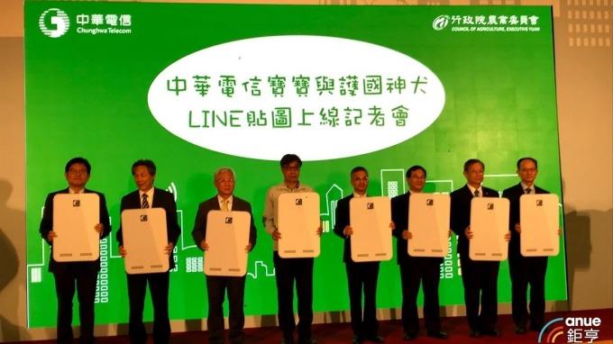 中華電攜手農委會推出「護國神犬」LINE貼圖。(鉅亨網記者沈筱禎攝)