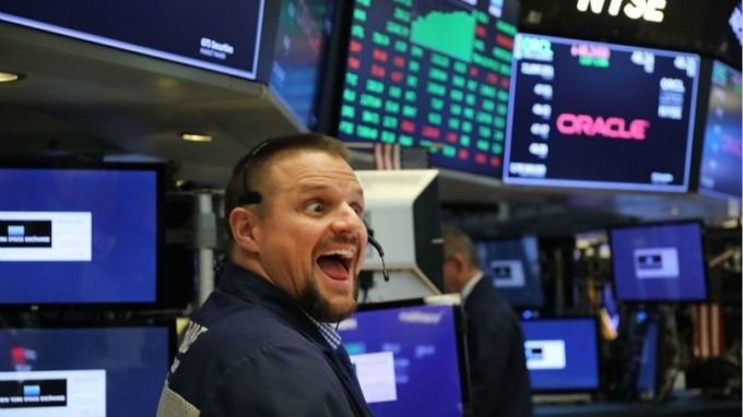 美股歷年表現最佳日已過 第二佳日12/26 也不遠了。(圖片:AFP)