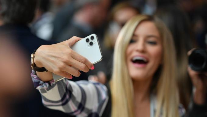蘋果明年3款新機全5G!目標出貨至少8000萬支 (圖:AFP)