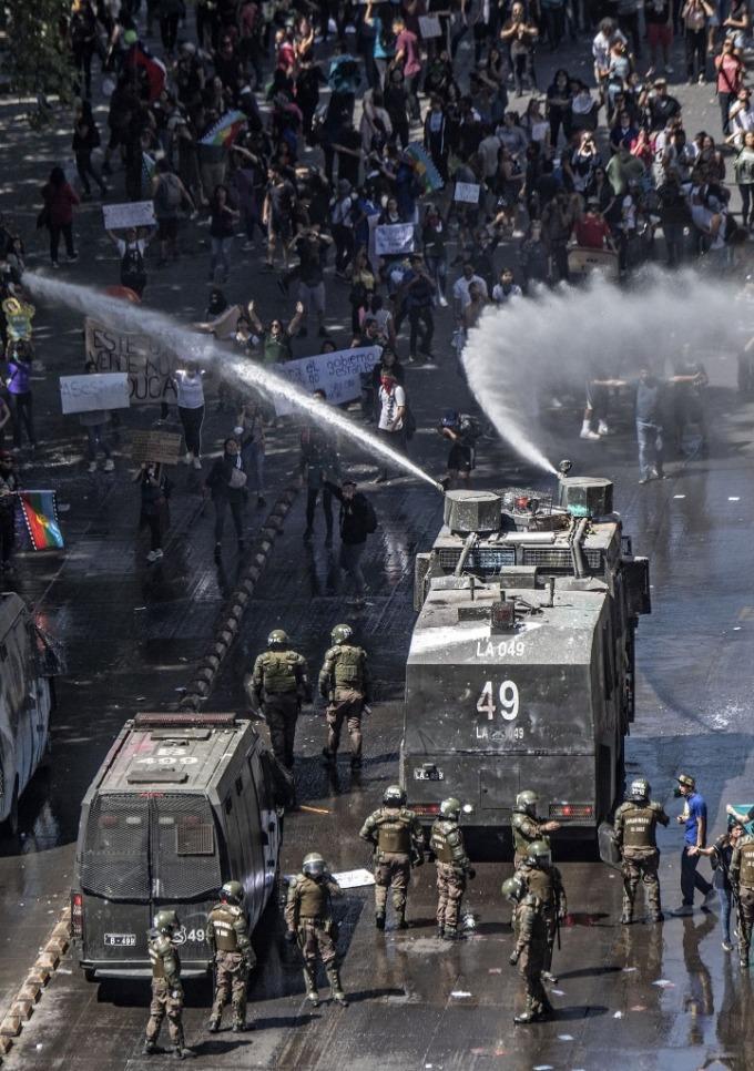政府要求軍隊協助鎮暴 (圖: AFP)