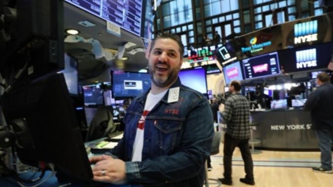 10月非農大超預期 推S&P500再刷歷史新高   (圖:AFP)