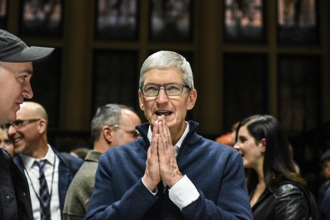 蘋果執行長庫克於財報會議中坦言,該公司正在支付一些關稅。(圖片:AFP)
