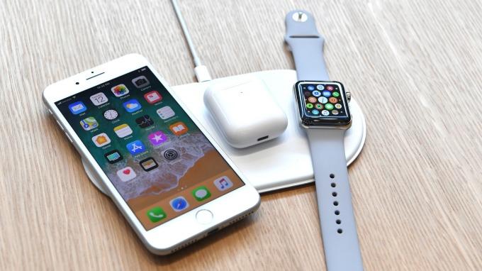 蘋果為 iPhone 組件、AirPods、Apple Watch 申請關稅豁免。(圖片:AFP)