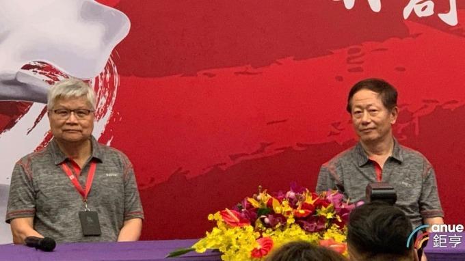 台積電總裁魏哲家(左)、董事長劉德音(右)。(鉅亨網記者林薏茹攝)