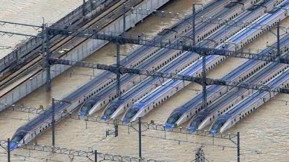 日本北陸新幹線泡水車輛決定報廢 帳面損失約148億日圓 (圖片:AFP)