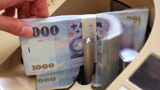 金融轉強,電子轉弱,有什麼暗示嗎?(圖/AFP)