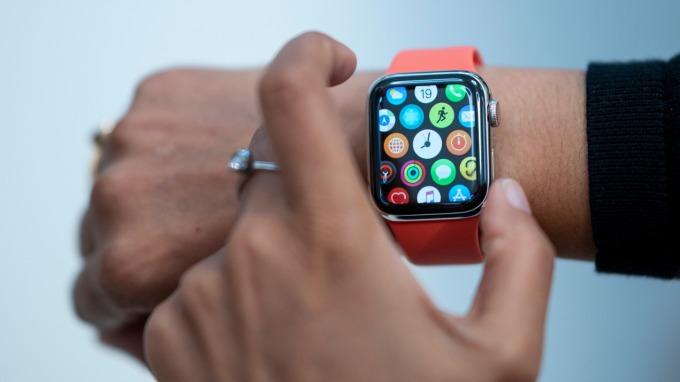 iPhone消費者愛用智慧手錶 多出Android逾一倍(圖片:AFP)