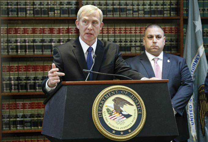 美國檢察官 Richard Donoghue表示,被告欺騙包括美國政府在內等客戶,非法販售自中國進口的監控產品,時間長達逾 13 年。(圖片:AFP)