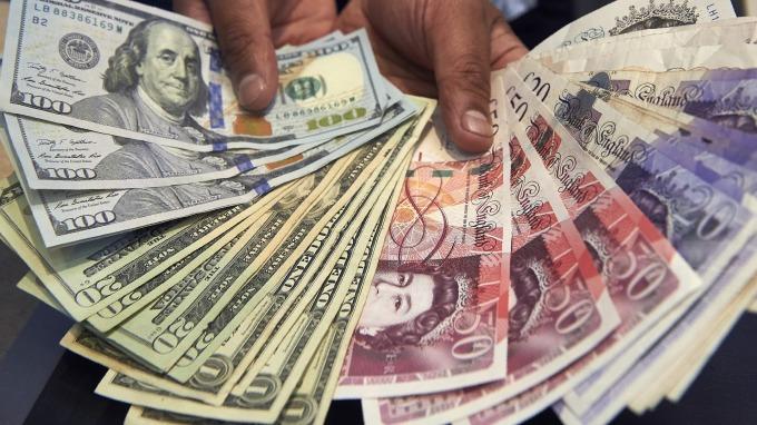紐約匯市- 美中有望「分階段」取消關稅 美元走高 BOE利率不變 英鎊下跌 (圖片:AFP)