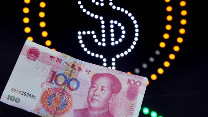 離岸人民幣漲多暫觀望 中間價則再升63基點(圖片:AFP)