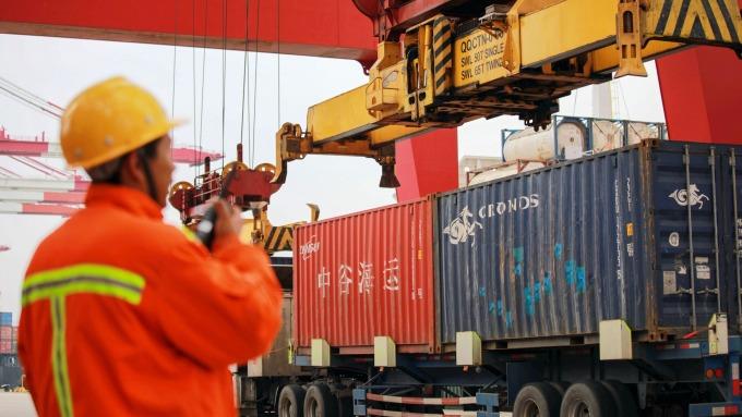 中國10月份出口連3個月下滑 但幅度遠低於預期(圖:AFP)