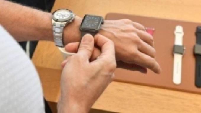 蘋果通過新專利:Apple Watch內嵌天線及Touch ID功能 圖片:AFP