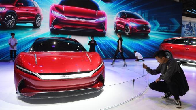 彭博:提升本土廠商競爭力 中國考慮再砍電動車補助 (圖:AFP)
