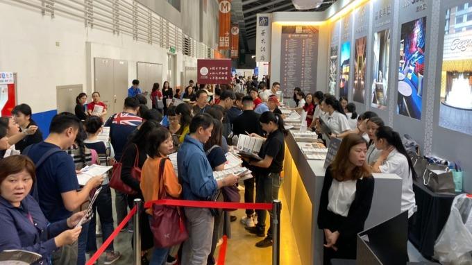 旅展現場民眾排隊購票盛況。(圖:晶華提供)