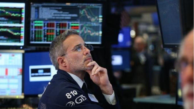 美股早盤 - 估值攀高 美股早盤小跌、續高檔盤整  (圖:AFP)