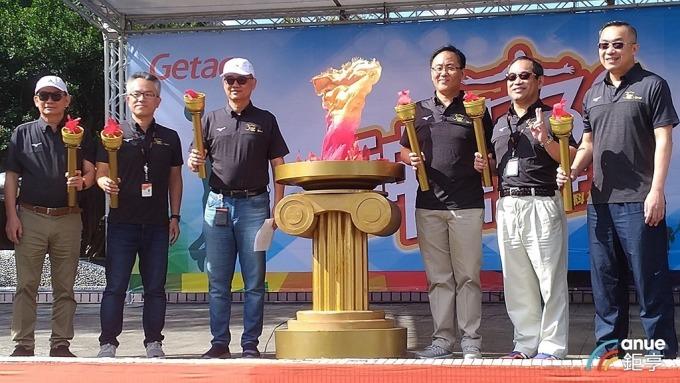 神基董事長黃明漢(左3)。(鉅亨網記者彭昱文攝)