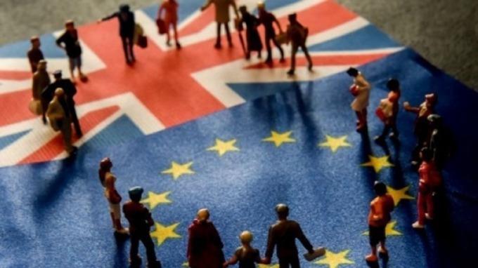 穆迪下調英國評級展望至負面 因政策決策面臨「癱瘓」 (圖片:AFP)