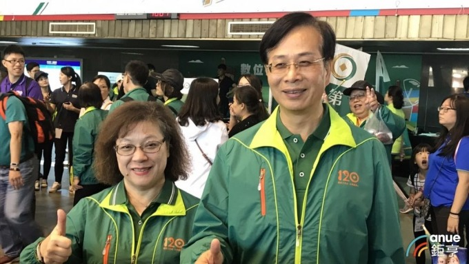 第一銀行董事長廖燦昌(右)、總經理鄭美玲(左)。(鉅亨網記者郭幸宜攝)